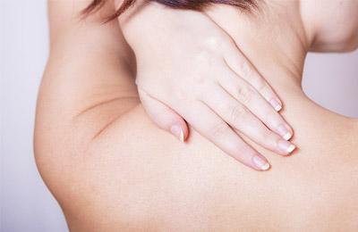 写真:背中の痛み